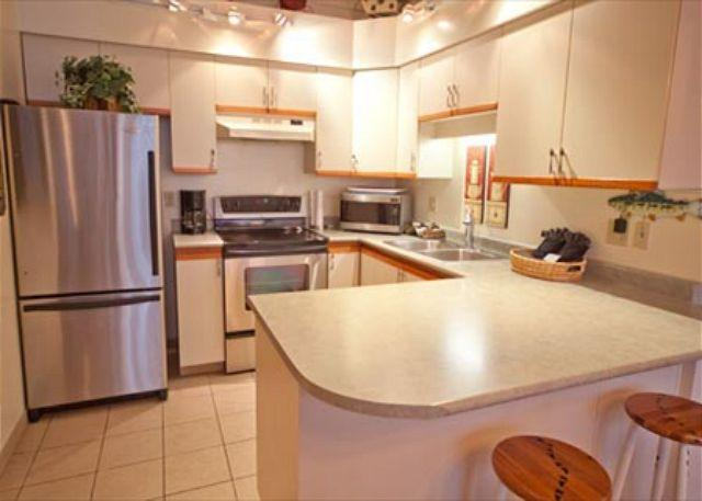 Full Kitchen - Acer Vacations | 2 Bedroom and Loft Ski-In Out Family Condo in Whistler - Whistler - rentals