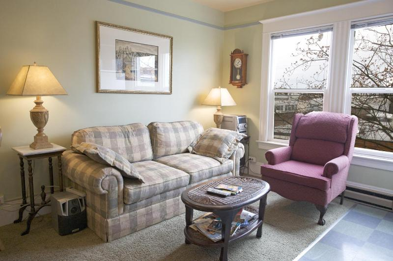 The living room is comfortable and convenient. - St. John's Apartments #304- a large two bedroom. - Seattle - rentals