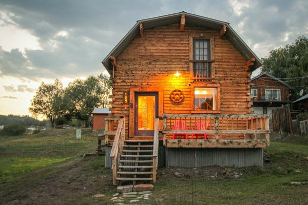 View from the street - Cabin in Downtown w/ Hot Tub, Sleeps 6 - Pagosa Springs - rentals