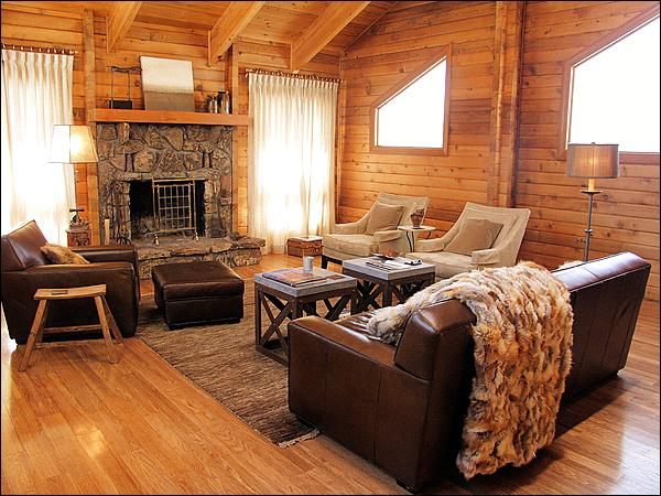 Fine Furniture, Natural Light, Vaulted Ceilings, & a Wood Fireplace make this an inviting space. - Peaceful Rural Setting Close to Town - Horse Friendly Property with Luxurious Finishes (2681) - Jackson - rentals