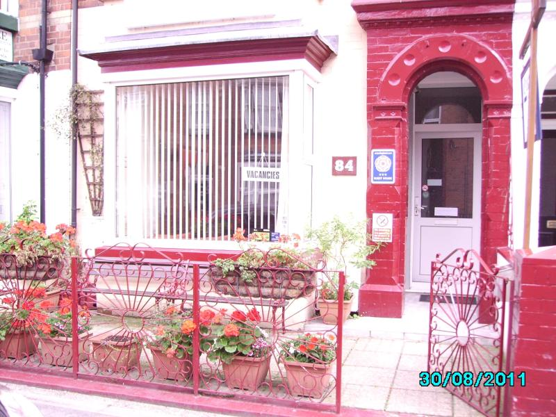 front of house - oakwell guest house 6 bedroom all en-suite - Bridlington - rentals