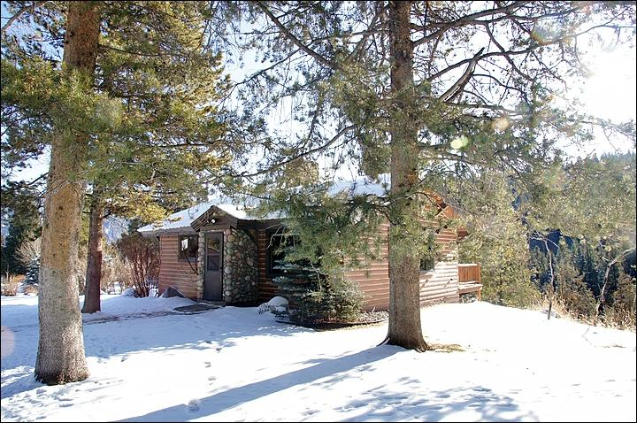 Exterior View of this Large 1-Bedroom + Loft Cabin in early Winter. - Located on the West Fork of the Gallatin River - Private, but also very close to the Town Center (1051) - Big Sky - rentals