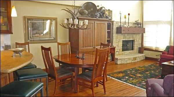Upscale Rustic Decor in the Living Room - Sophisticated Alpine Living  - Incredible Location (1014) - Ketchum - rentals