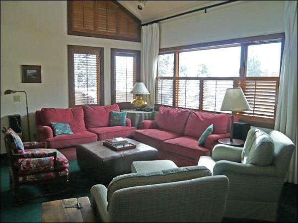 Living Room with Plush Seating - Comfortable Country Townhome - Fantastic Location, Stroll Around Ketchum (1024) - Ketchum - rentals