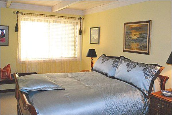 Master Bedroom Features a King Bed and Flat-Screen TV - Recently Remodeled - Reminiscent of a French Cottage (1144) - Sun Valley - rentals
