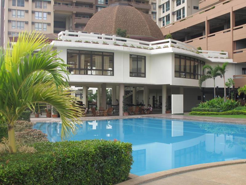 Main swimming pool - Tivoli Gardens - 3 bedroom apartment with balcony - Manila - rentals