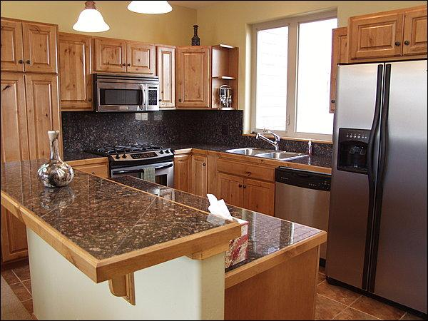 Granite Counters & Stainless Steel Appliances in this fully equipped Kitchen. - Views of Byers Peak, Slopes, Continental Divide - Nicely Decorated & Comfortable (4230) - Winter Park - rentals