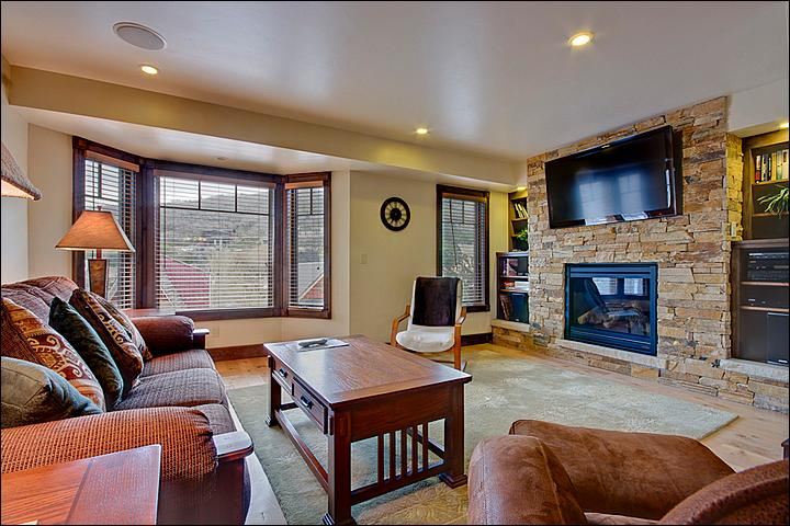 Large Living Room Features a Gas Fireplace and Flat-Screen TV - Energy Efficient Green Home - Multi-Level Floorplan (24717) - Park City - rentals