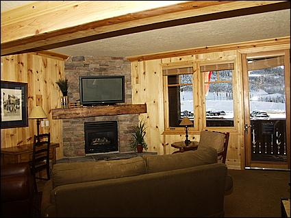 Living Room - Custom Rock Fireplace, Comfortable Furnishings - Luxury Ski Lodge - Perfect Location (8592) - Park City - rentals