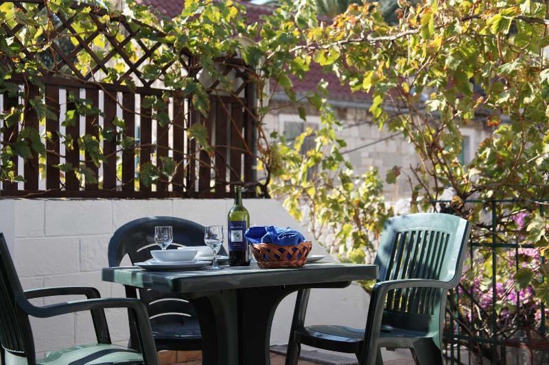 The private terrace gets the sun all day - Studio Loza - Great location with private terrace - Split - rentals
