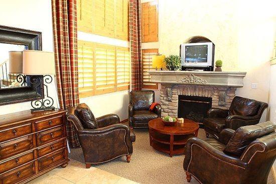 Living Room - Quaint Mountain Home Minutes From Snowbasin And Powder Mountain - Eden - rentals