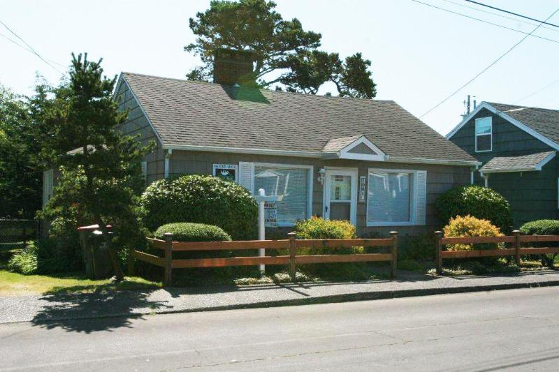 1061 South Downing, Vintage Knotty Pine Cottage - Image 1 - Seaside - rentals