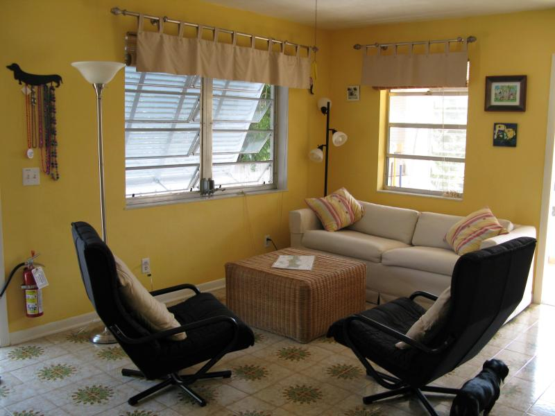 tropical living room - Tropical Bungalow - Marathon - rentals