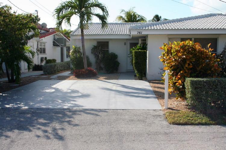 Front of house, parking. - South Toad, fishermen's choice, # 54A - Key Colony Beach - rentals