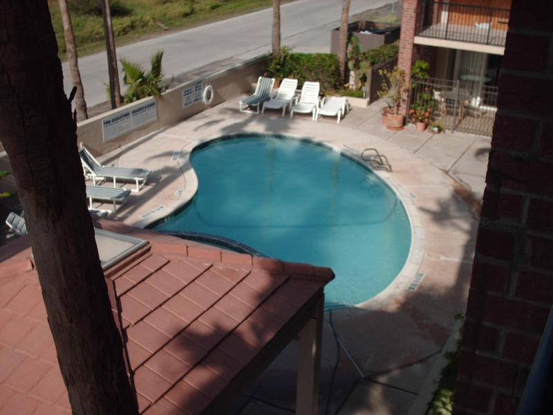 pool and hot tub - 2 bed condo  close to beach  So. Pardre Island, Tx - Port Isabel - rentals