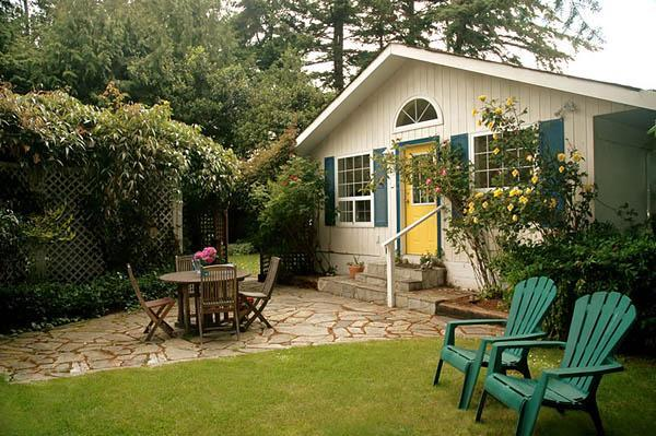 Billings Spit Beach Cottage - Image 1 - Sooke - rentals
