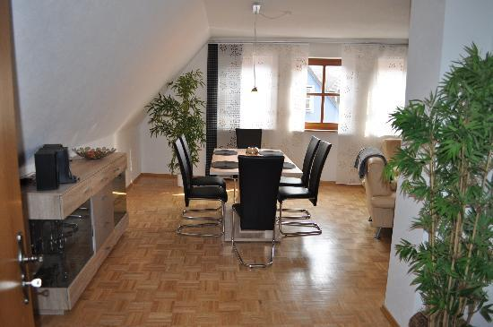 Living Room (1) - Vacation Apartment in Veitshöchheim - 1098 sqft, newly furnished, central, spacious (# 2514) - Veitshochheim - rentals