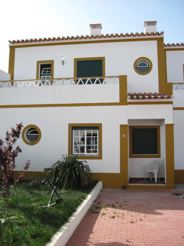 End Unit - 2 Bedroom House 2km from beach Longueira, Portugal - Longueira - rentals
