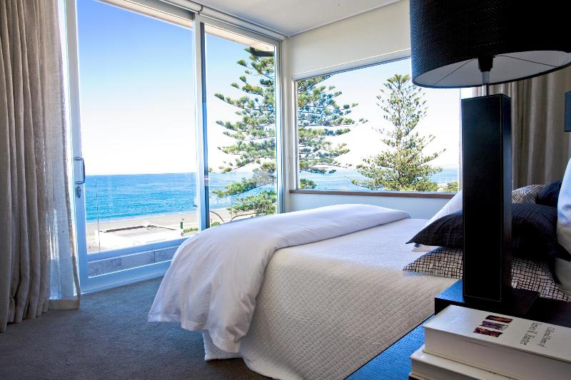 Cape View Master Bedroom - 2 Bedroom Luxury Penthouse in the Heart of Napier - Napier - rentals