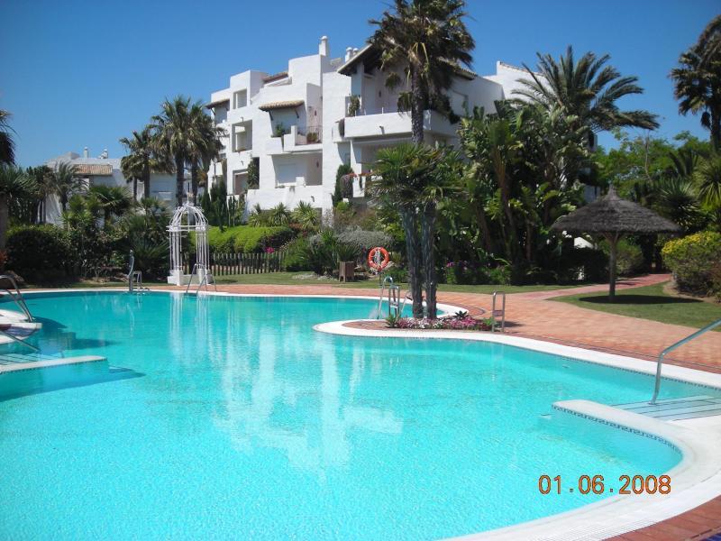 Spacious 3 bedroom apartment overlooking the Ocean - Image 1 - Cadiz Province - rentals