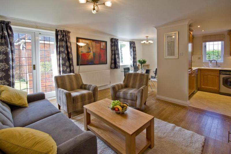 Barons Court living area - Marlow Apartments Apartment - Marlow - rentals