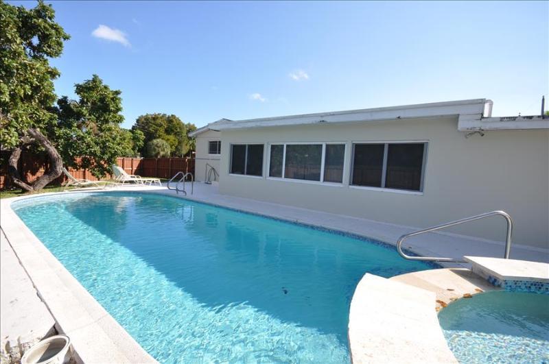 The Sunshine Villa # 1118  in North Miami Beach , FL - Image 1 - North Miami Beach - rentals