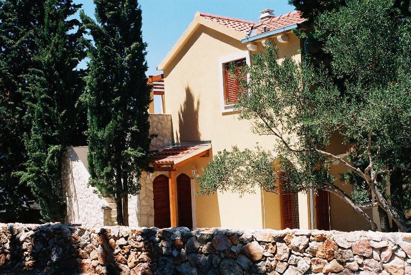 The main entrance - Mediterranean Scent, Stari Grad, island Hvar   Cer - Stari Grad - rentals