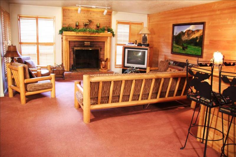 Park West Town Home 3981: Relax in Luxury and Walk to the Lifts—Private Hot Tub Included! - Image 1 - Park City - rentals