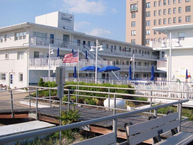 Building view from boardwalk - Boardwalk Condo Summer Rental Ventnor, NJ - Ventnor City - rentals