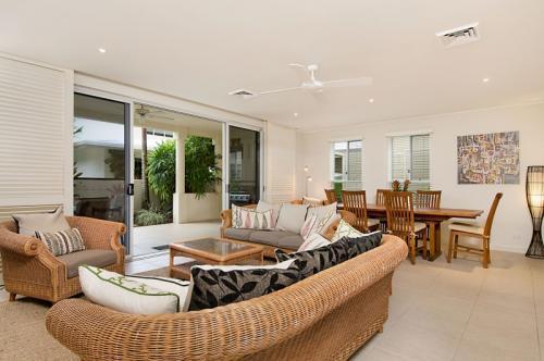 Living Room - Plantation House - Villa 7 - Port Douglas - rentals
