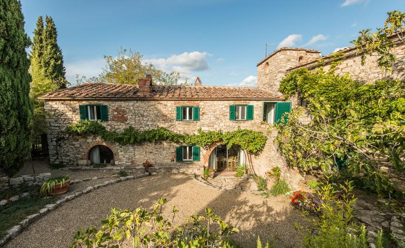 Chianti Classico Farmhouse with Stunning Views - Casa Romina - Image 1 - Radda in Chianti - rentals