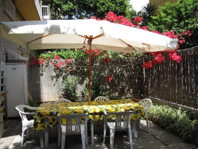 Romantic dinners in the garden - Vatican area lunch in the garden !!  WI FI  A/C - Rome - rentals