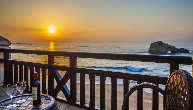 Sunset views from the deck - Unwind in your Biarritz Oceanfront Luxury 3BR Apt - Biarritz - rentals