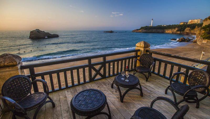 The beachfront deck - Central beachfront Luxury w/ parking & Terrace - Biarritz - rentals