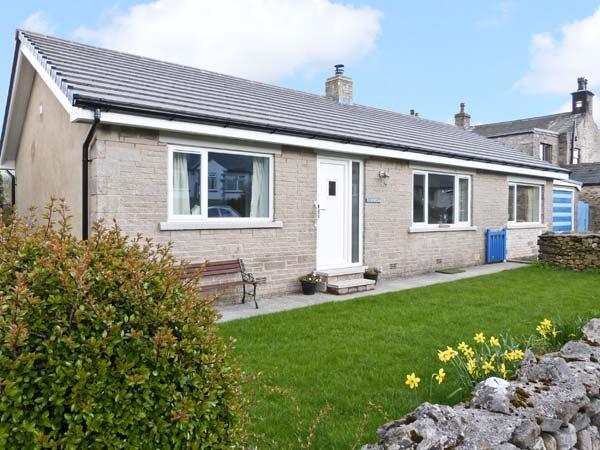 HERMOSA, garden, woodburner, farmhouse kitchen, in Horton-in-Ribblesdale, Ref 13343 - Image 1 - Settle - rentals