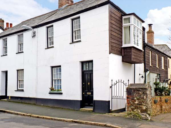 LOWEN PENTY, slate floors, flexible sleeping arrangements, town centre location in Lostwithiel, Ref 13586 - Image 1 - Lostwithiel - rentals
