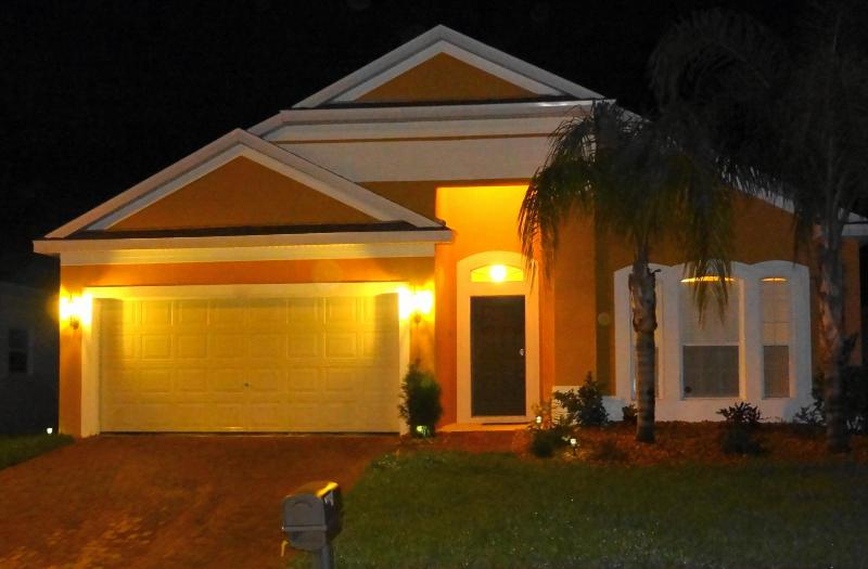 Front view of our villa Diana at night - Villa Diana - Luxury 4BR Private Pool 15min Disney - Davenport - rentals