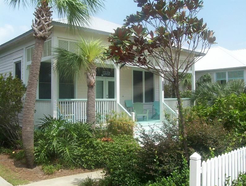 Relax on your rocking chair porch and watch the world go by - 5* home 150yd to private beachr 15% off rates - Miramar Beach - rentals