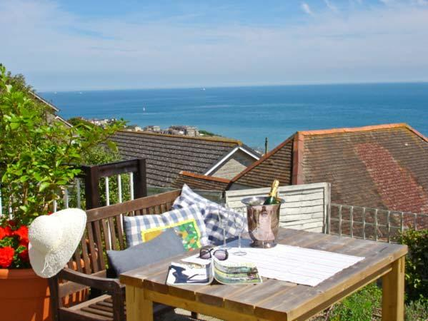 102 GILLS CLIFF, stunning views, king-size bed, decked area overlooking the sea, in Ventnor, Ref 14256 - Image 1 - Ventnor - rentals
