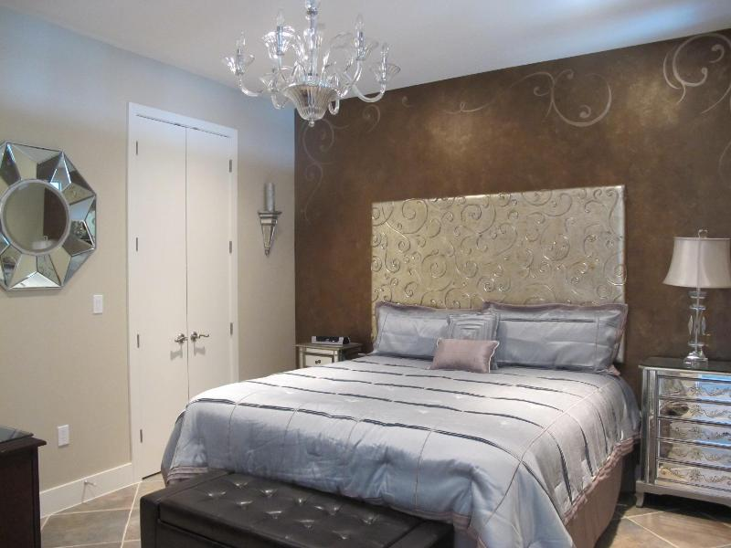 Gorgeous master bedroom with deluxe king size bed, flat screen TV and DVD - Stunning 2b/2b Beach Front Condo 314 Diamond Beach - Galveston - rentals