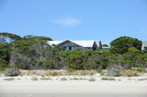 Cassini overlooking beautiful Island Beach - Cassini Beach House - Penneshaw - rentals