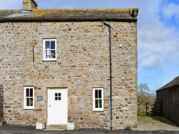 STABLE COTTAGE, characterful with beams, garden with countryside views, ideal for couples or families in Boldron, Ref: 13592 - Image 1 - County Durham - rentals