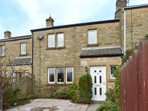 KNIGHT'S COTTAGE, woodburning stove, family cottage, pet welcome in Settle, Ref: 12762 - Image 1 - Settle - rentals
