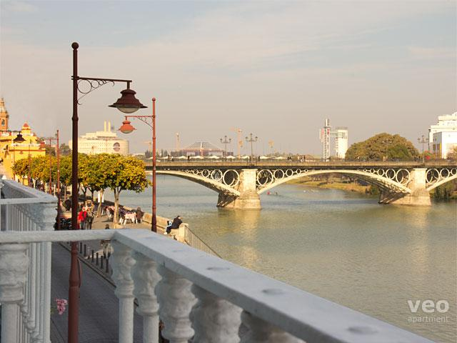 This three-bedroom apartment has wonderful views over the Guadalquivir River. - Betis No. 1 | 3-bedrooms, river views, parking - Seville - rentals