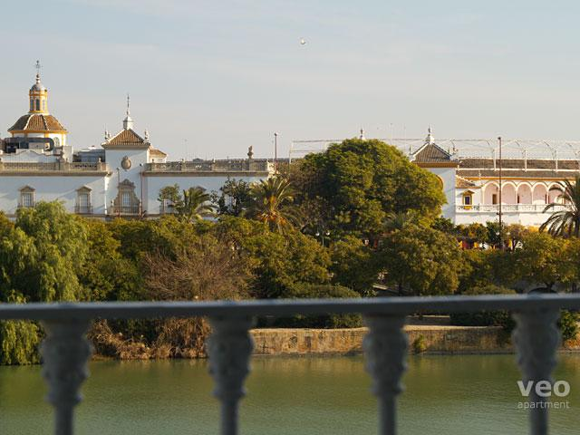 This two-bedroom apartment provides wonderful views over the Guadalquivir river. - Betis No. 2 | 2-bedrooms, river views, parking - Seville - rentals