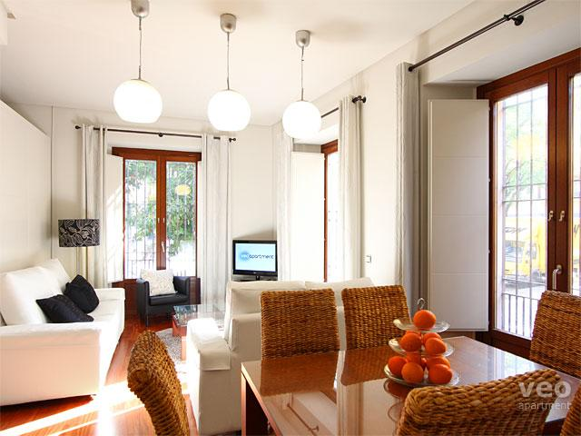 Bright, open-plan 3-bedroom apartment for up to 9 guests. - Los Terceros A. 3-bedrooms for 6 adults + 3 children - Seville - rentals