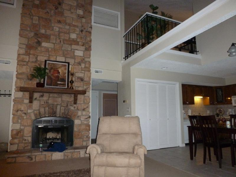 Large space with 2 story fireplace - Hello Spring-Sleep10-Main Channel-$99/N - Osage Beach - rentals