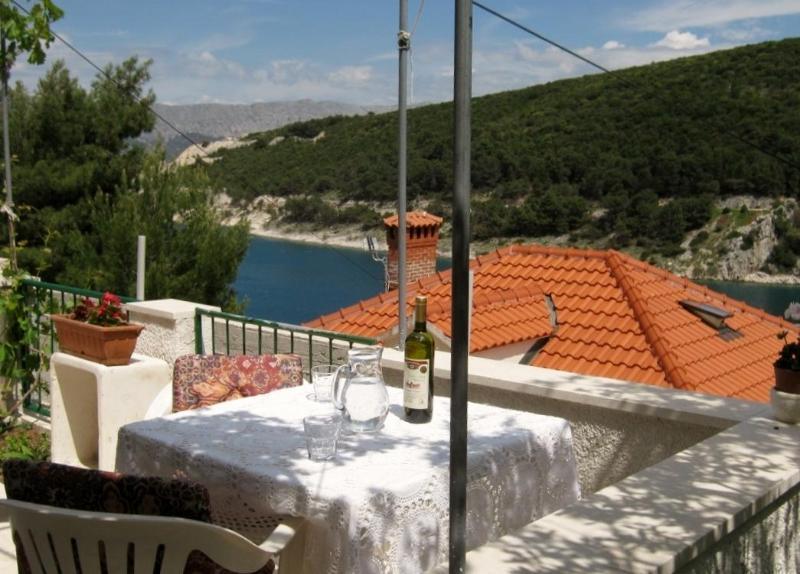 Apartment for 3, Island of Brac, Dalmatia - Image 1 - Brac - rentals
