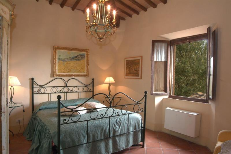 bedroom with view - Siena San Fabiano suite in farmhouse - Siena - rentals
