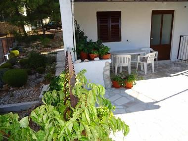 A1(4+1): terrace (house and surroundings) - 5177  A1(4+1) - Cove Rukavac - Rukavac - rentals